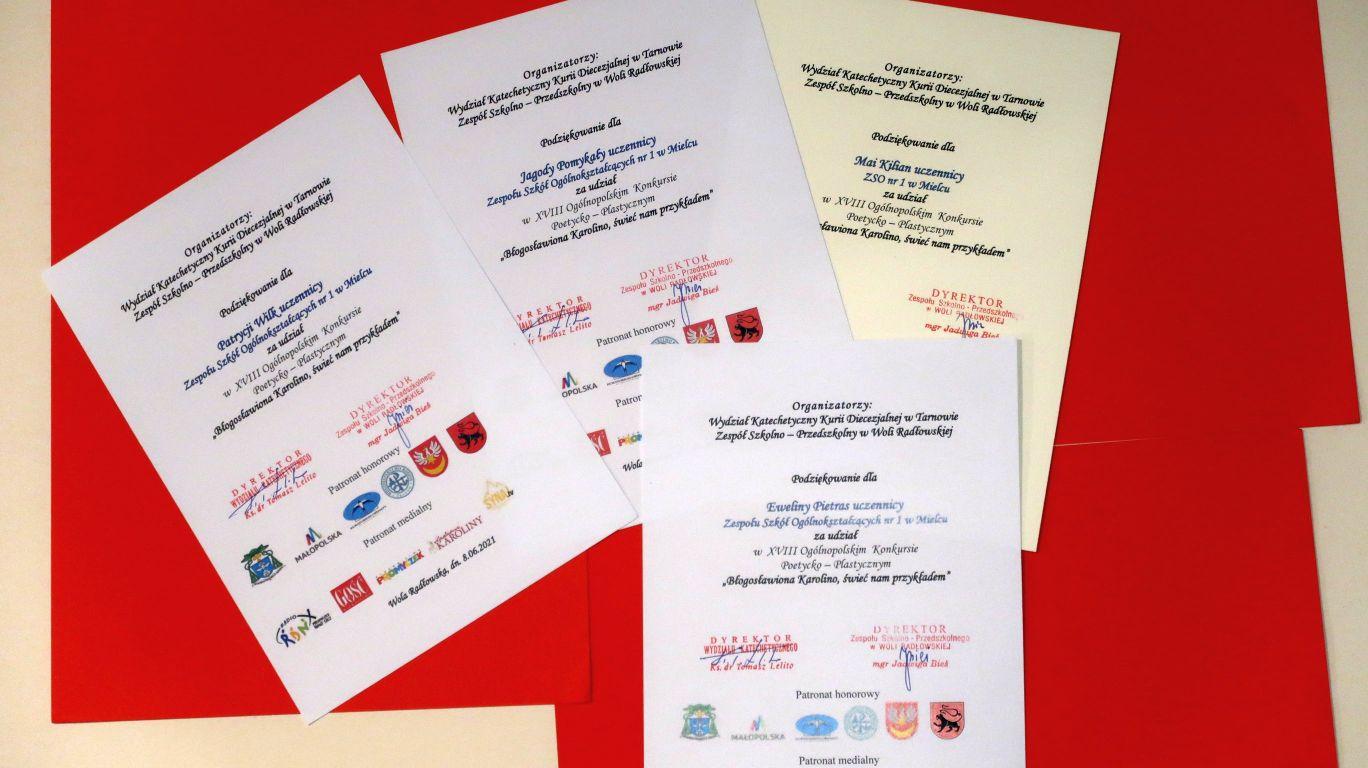 dyplomy za udział uczestników z V LO w konkursie